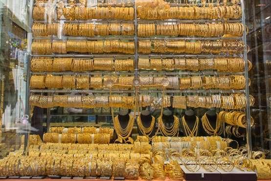 الذهب ينخفض لأقل سعر منذ 2017